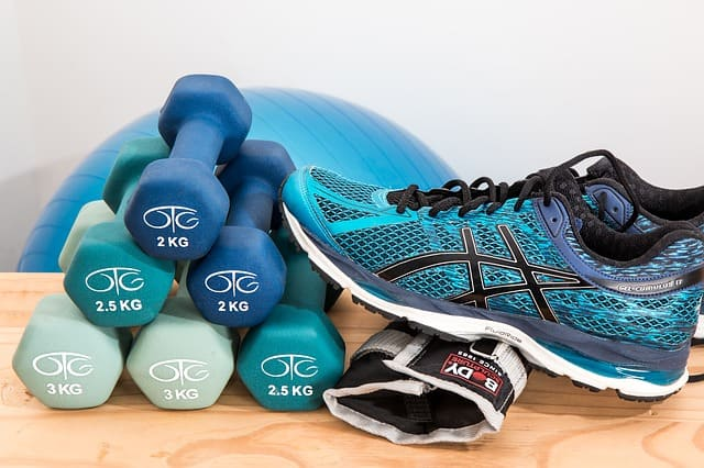 lifting weights exercise for older adults